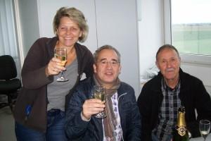 Carlo - begleitet von Ausbildungsleiterin Monika und Prüfungsrat Günter